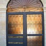 Portone d'ingresso di un palazzo residenziale